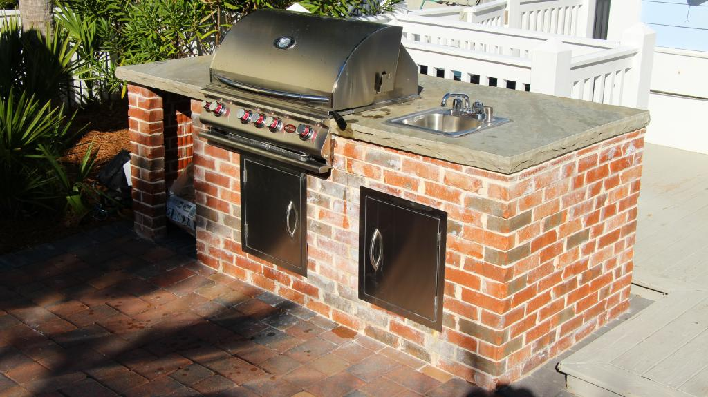 We construct brick and stone grills for Florida estates